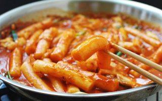 Korean-Bapsang_-Tteokbokki-Spicy-Stir-fried-Rice-Cakes.